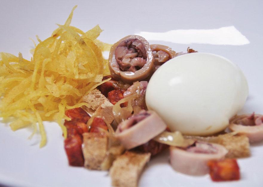 Huevos mollete con migas de chipirón | Cuina Canela Fina